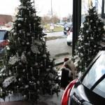 Kerstdecoratie showroom autodealer